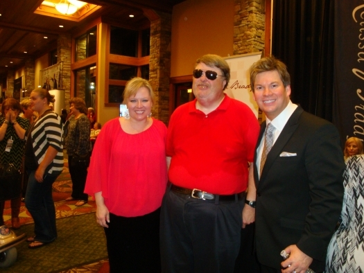 Paul with Jeanette and Ronnie Cooke of The Singing Cookes